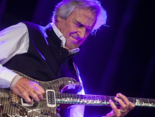 John-Mclaughlin-@-18th-Jazz-Fest-Sarajevo-2014-by-Jasmin-Brutus-e1432115290820-940x420