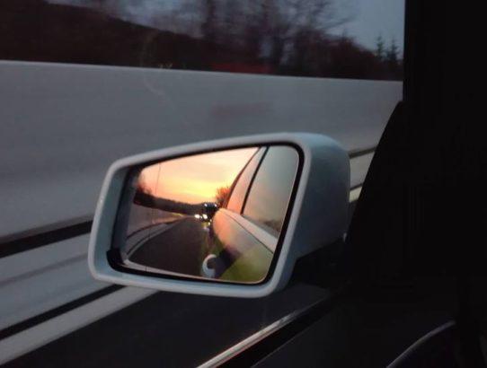 ogledalo nazaj